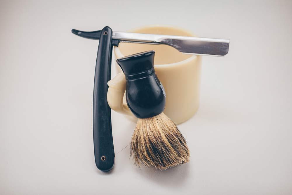 Инстурменты для королевского бритья: опасная бритва и помазок